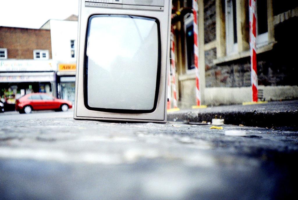 Телевизор из окна картинка