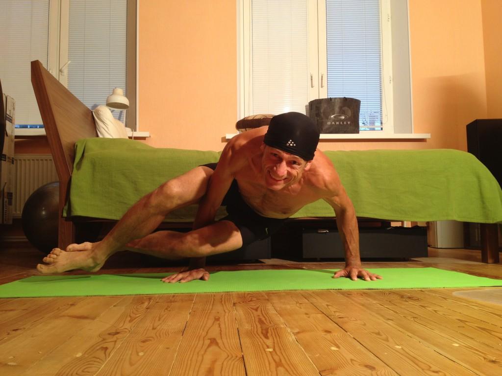 Силовые упражнения ссобственным весом илиотягощением надо делать влюбом возрасте, имужчинам, иженщинам